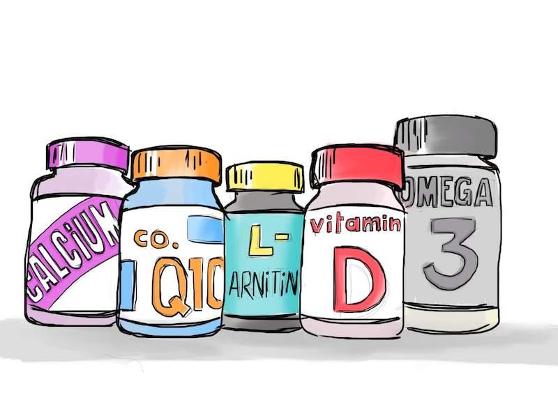 Botes con vitamines y minerales varios, suplementos de omega 3, etc.